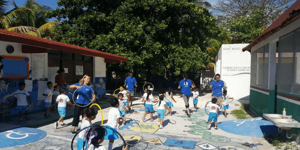 Christmas volunteering opportunities in Mexico.