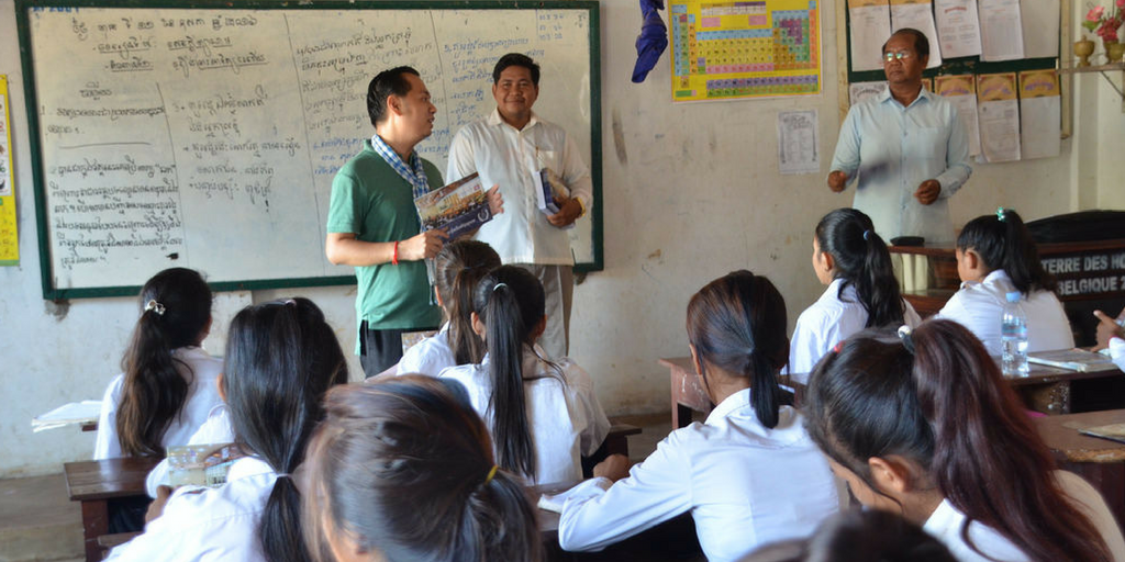 volunteer teaching in cambodia