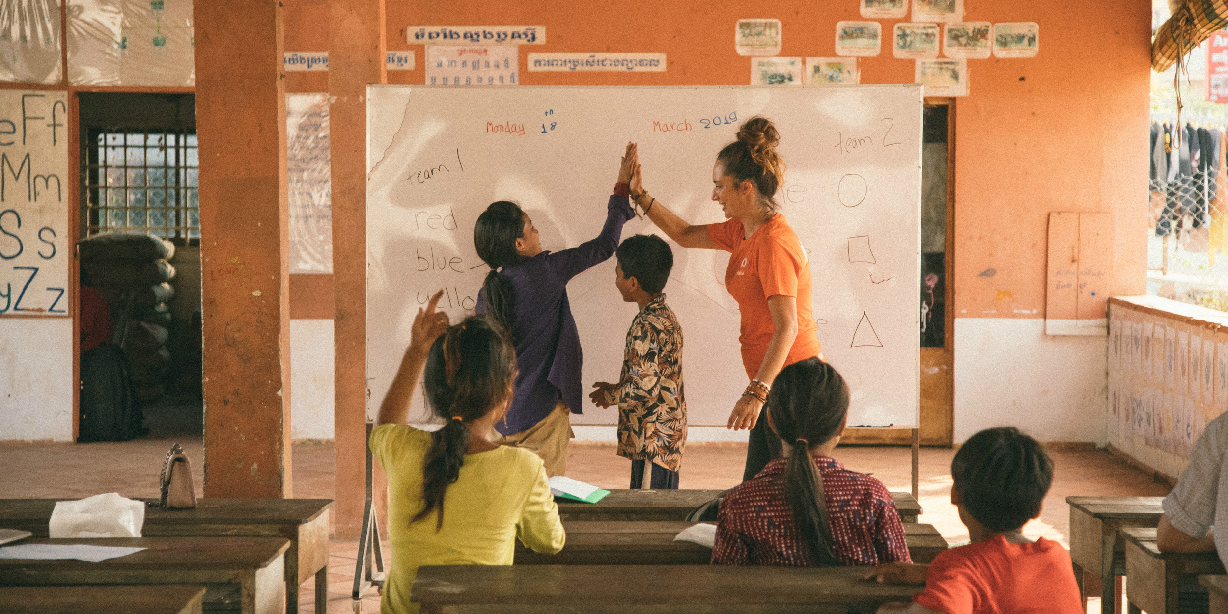 As a career break volunteer abroad, a GVI participant engages with learners in a lesson.