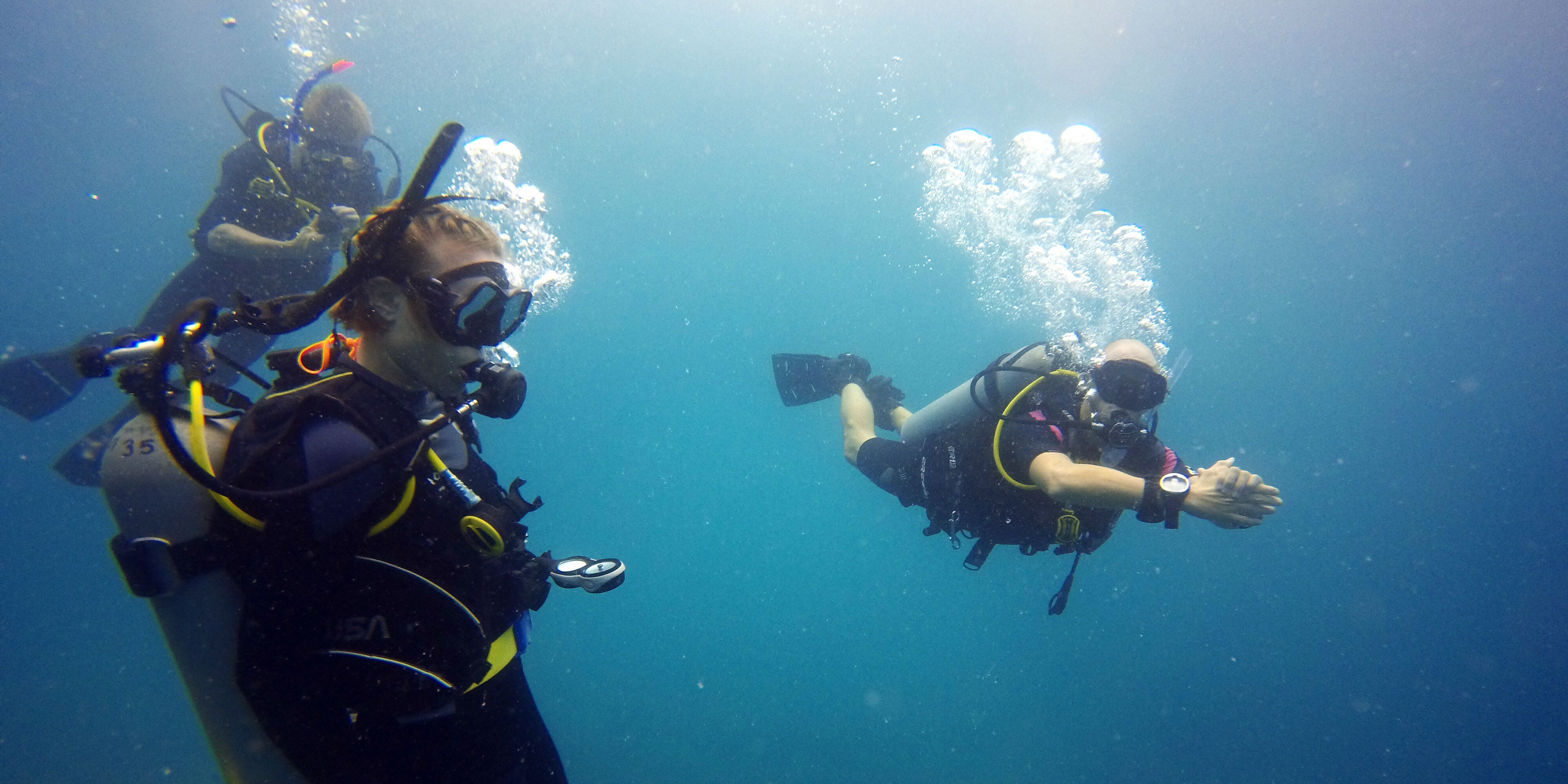 GVI participants practise diving skills. Learning a new skill like diving is one of the top reasons to take a career break.