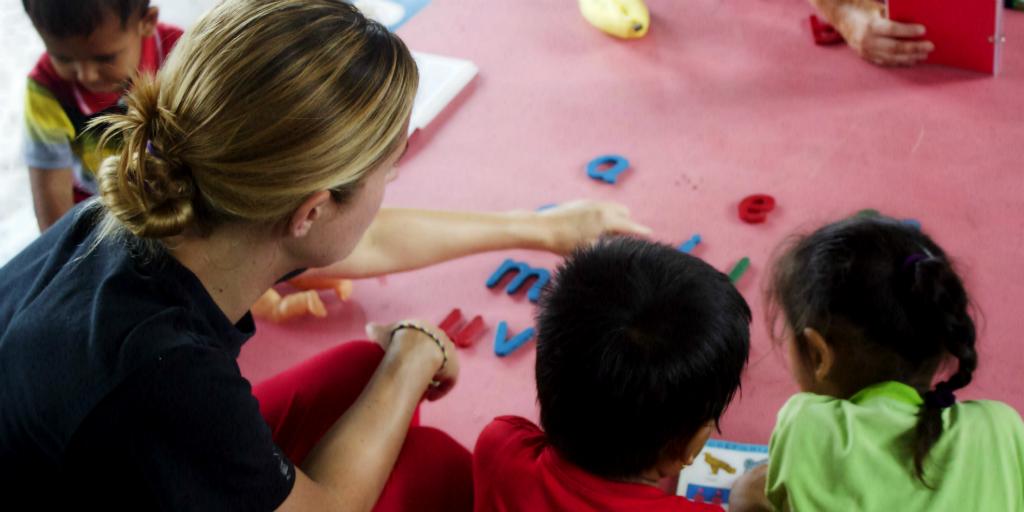GVI volunteer teaching children