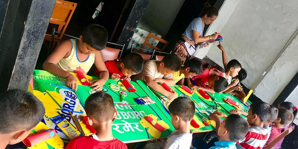 GVI volunteer with children