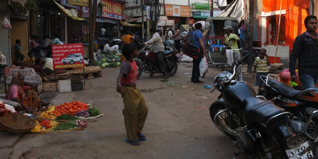 When you volunteer in India you'll notice that roads and alleys are extremely narrow and almost always crowded